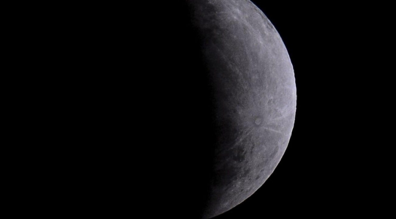 Nasa anuncia descoberta de água em estado líquido na Lua